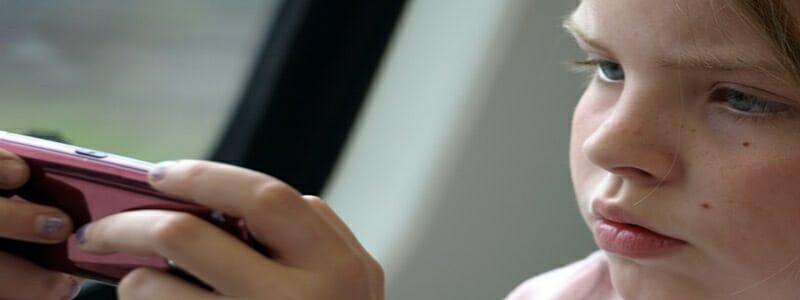 576a04f3d536fa4c4ce54d8ec529cc6f - Závislost dětí na mobilech ohrožuje společnost