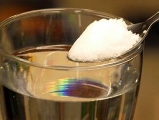 b24c3b47b5fe6231bb13fc47575e53b6 326x245 - Pitím osolené vody důkladně očistíte své tělo