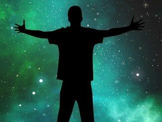 297da31fe2844c6db44727fa41bfc066 326x245 - Lidé přišli odněkud z vesmíru, zjišťuje expert