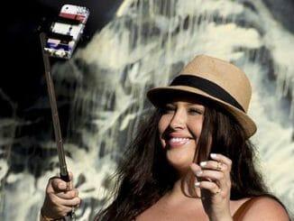 2354587f020f0c44ad6f76053d48a3f9 326x245 - Pořizování selfie vede k narcismu a závislosti