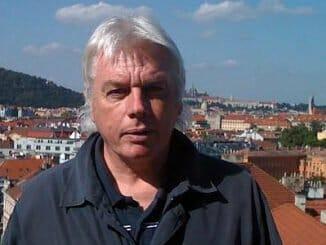 6fdd9bab32a0add724862c7beb00f2a7 326x245 - Konspirační guru David Icke vystoupí v Praze