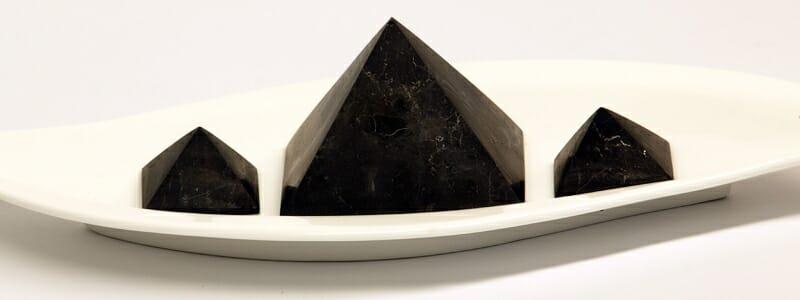 7bb32c9e61a8460fb1690a924c955a29 - Princip energetické léčby šungitovou pyramidou
