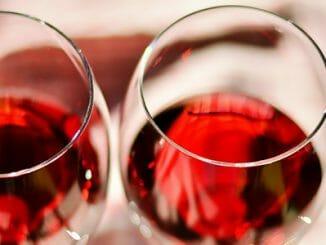 79f0aceb93b8fdb46d340d63827e1cd4 326x245 - Jak alkohol narušuje náš metabolismus
