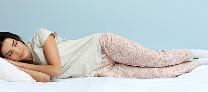 Vhodné polohy spánku, které neničí zdraví