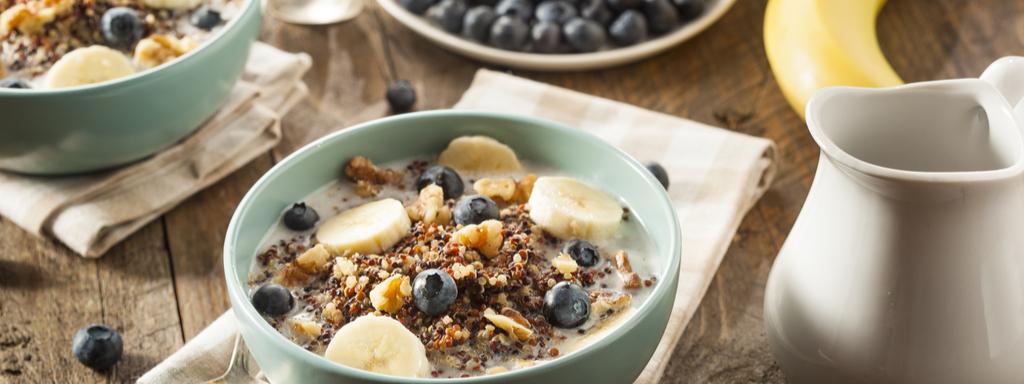 Zdravá a lehká snídaně je základ. Vsaďte na ovesné vločky a chia semínka. Foto: Shutterstock