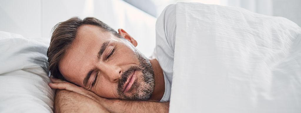 Přikrývka nám pomáhá lépe spát. Proč?