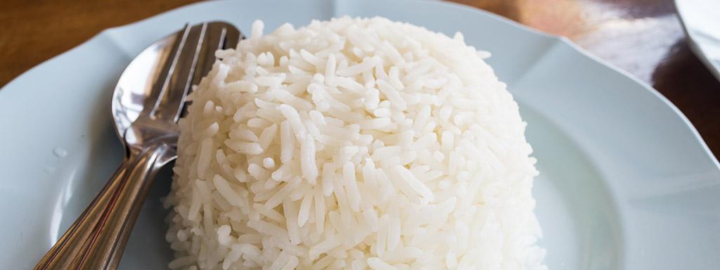 Bílá rýže zvyšuje krevní cukr podobně jako bílý cukr.